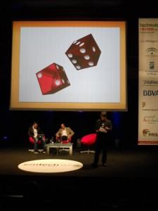 Philip Tan, Director Ejecutivo del Singapore-MIT GAMBIT Game Lab, con Ignacio Pérez Dolset, fundador y CEO del Grupo Zed, al fondo