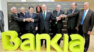 Rodrigo Rato junto a los seis presidentes de las cajas integradas en Bankia