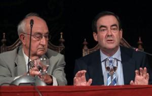 FOTO: GILBERTO VILLAMIL / Víctor Márquez y José Bono durante la presentación del libro en el Ateneo de Madrid